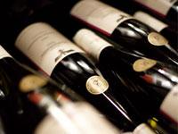 Probieren Sie auf Ihrer Weinreise an die Mosel die Köstlichkeiten aus roten und weißen Trauben.