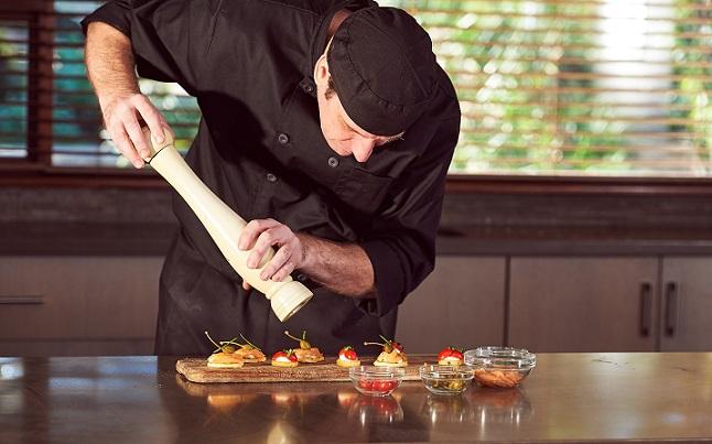 Aussagekräftiger als andere Restaurant-Hitlisten ist es aber nicht, weil es auf Basis vieler Meinungen eine eigene Meinung berechnet. Somit entwirrt es den Dschungel der Restaurant-Hitlisten nicht wirklich, sondern setzt dort ein eigenes Pflänzchen — was ja auch schön sein und schmecken kann.