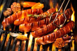 Grillen ist etwas für Feinschmecker. Hm, lecker: Grillwürstchen – nicht nur für Sommerpartys geeignet. (#3)