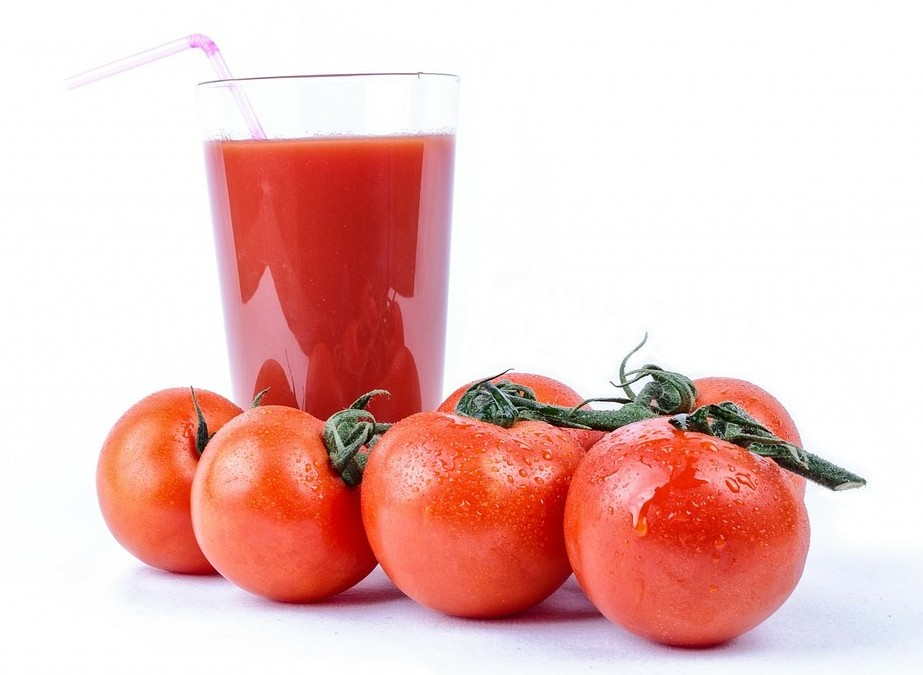 Wer erinnert sich noch daran, als die Smoothies bei uns aufkamen? Der Tomaten-Smoothie war einer der ersten. Er trat in Deutschland (dem Smoothieland) seinen Siegeszug an, weil er so total fruchtig schmeckt, weil er fast keine Kalorien hat - und weil er absolut einfach zuzubereiten ist. (#3)