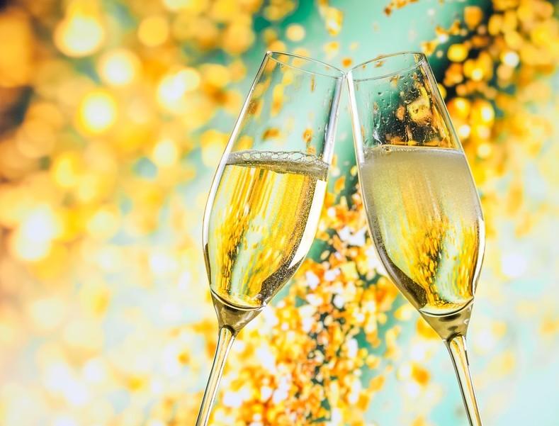 """Sekt, Crémant oder Cava & Champagner: Die Deutschen sind Liebhaber von Schaumwein. Ein wenig Luxus-Feeling (heute heißt das ja """"Lifestyle"""") ist da sicher auch mit dabei. (#1)"""