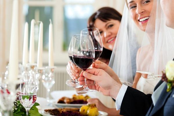 Vergessen Sie bei der Menüplanung nicht die Tischdekoration und Tischkarten für ein stimmungsvolles Ambiente.