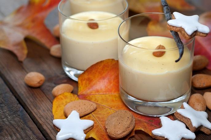 Die Vanillecreme auf dem Foto sieht fast ein wenig weihnachtlich aus, wenn Sie sie ebenfalls mit einer Nuss oder Mandel garnieren. (#02)