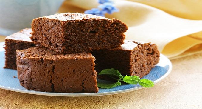 Einfache Desserts lassen sich natürlich auch backen – so wie die Brownies hier auf dem Bild.(#012)