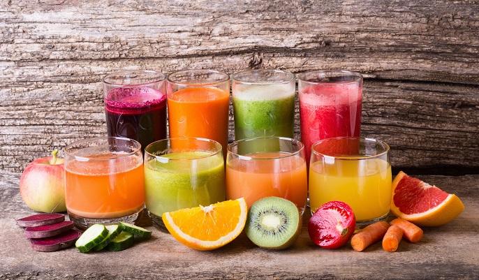 Bunt, bunt, bunt sind alle meine Smoothies. Diese bunten Getränke wie auf dem Bild zu sehen bringen Vitamine und gute Laune mit, sind einfach zuzubereiten und das perfekte Dessert für den Sommer. (#06)
