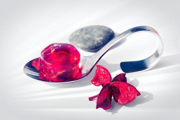 Vor allem Blasen in jeder Größe sorgen bei den Kunden für große Begeisterung – die mit Geschmacks- und Duftstoffen gefüllten Kügelchen zergehen direkt auf den Geschmacksrezeptoren der Zunge und werden aus diesem Grund als wahre Geschmacksexplosion bezeichnet.(#03)