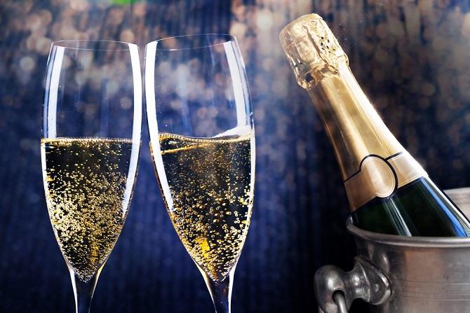 Vorsicht allerdings vor billigen Schaumweinen: Sie haben weder das Aroma noch die Klasse der guten Champagnersorten, die sich vollmundig an den Gaumen schmiegen und für das besondere Geschmackserlebnis sorgen. (#04)