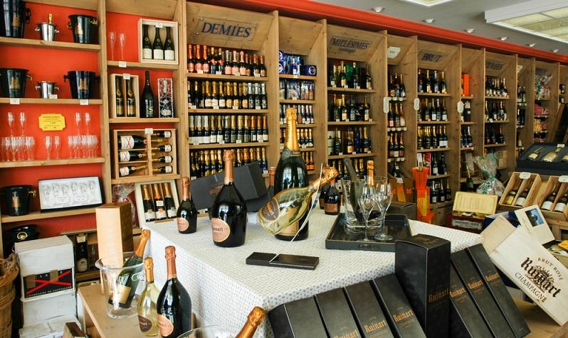 """Neben dem klassischen, trockenen Brut-Champagner (""""Brut"""" bedeutet einen sehr geringen Restzuckergehalt) - gibt es weitere Sorten, wie etwa den Rosé-Champagne (#01)"""
