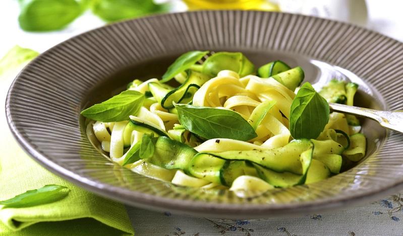 Zucchini-Tagliatelle mit Parmesan (#02)