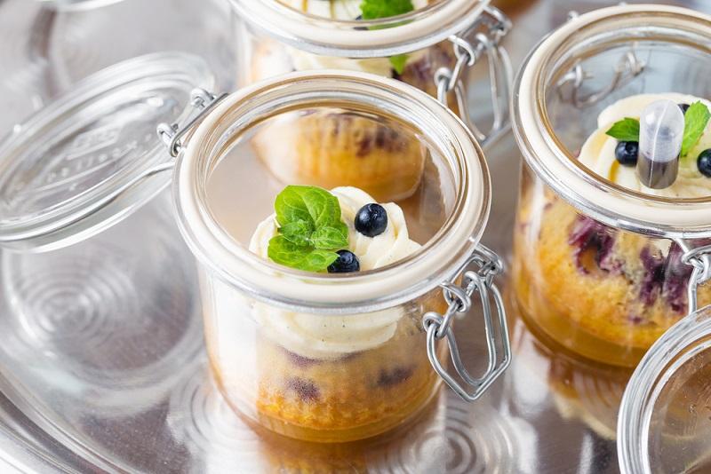 Ein Kuchen im Glas lässt sich recht unkompliziert zubereiten, das Talent eines Bäckers oder Konditors braucht man also nicht. (#04)