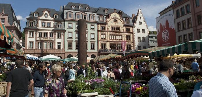 Hier gibt es die Erzeugnisse der Mainzer Winzer im Ausschank. (#03)