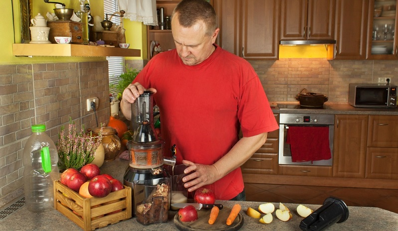 Welche Farbe die Säfte haben, spielt eigentlich gar keine so große Rolle, wenn sie aus der eigenen Küche kommen. Wichtig ist, dass sie schmecken. (#01)