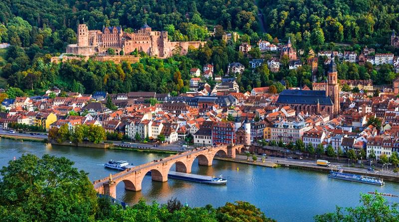 Heidelberg lockt mit seiner Schlossruine und einer faszinierenden Altstadt. (#05)