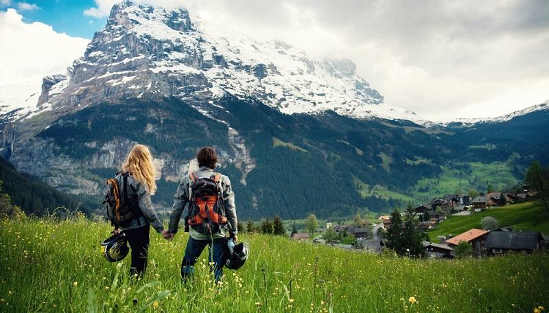 """Die Schweiz hat interessante Attraktionen für Paare zu bieten. Bei Luzern werden die Reisenden auf den """"Liebesweg"""" gelockt. (#04)"""