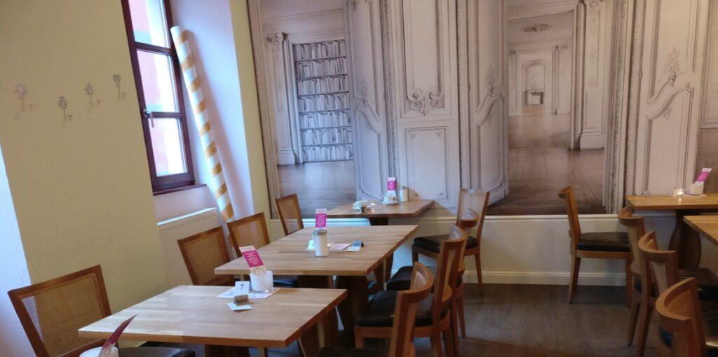 Café Blum Mainz: Glück gehabt: trotz zahlreicher Reservierungen noch einen freien Tisch ergattert.