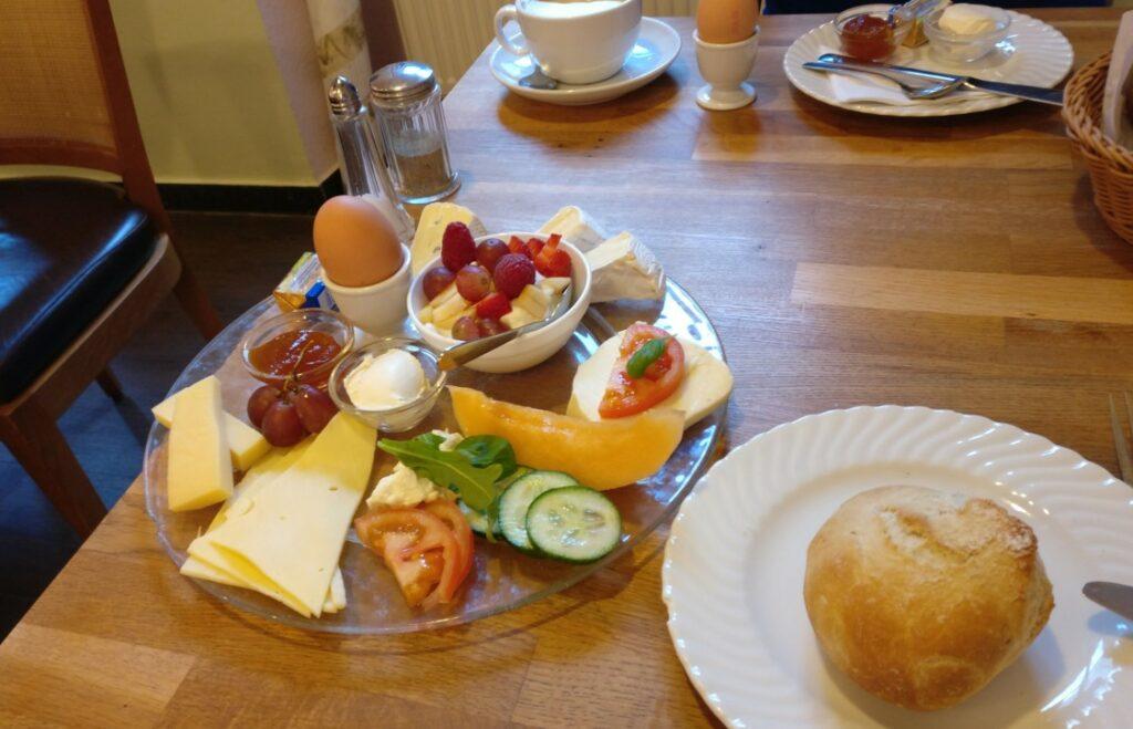 Das Käsefrühstück im Café Blum in Mainz: geeignet für Gourmets wie für Gourmands, also genau richtig für mich.
