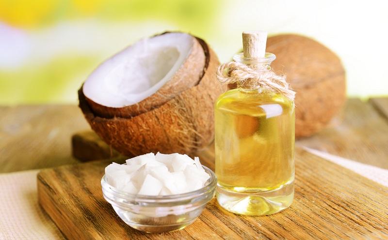 Bei rissigen und trockenen Lippen oder Händen wirkt Kokosöl ebenfalls wahre Wunder. (#04)