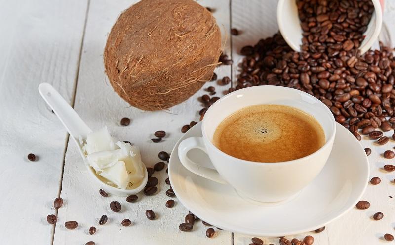 """Ein """"Bullet Proof Coffee"""" soll für eine Extraportion Energie am frühen Morgen sorgen. (#03)"""