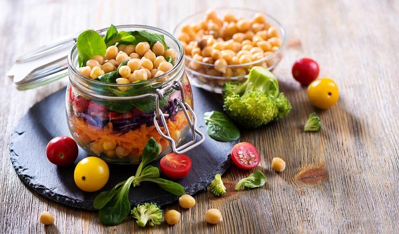 Die Mehrzahl der Menschen, die sich bewusst für eine vegane Ernährung entschieden haben, verbinden dies jedoch mit dem Wunsch, sich ganzheitlich gesünder zu ernähren. (#01)