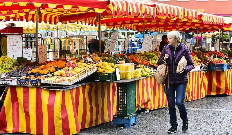 Um Mainz findet man eine Vielfalt von Obst und Gemüse, das sich in der regionalen EsskulUm Mainz findet man eine Vielfalt von Obst und Gemüse, das sich in der regionalen Esskultur wiederfindet. (#05)tur wiederfindet. (#05)
