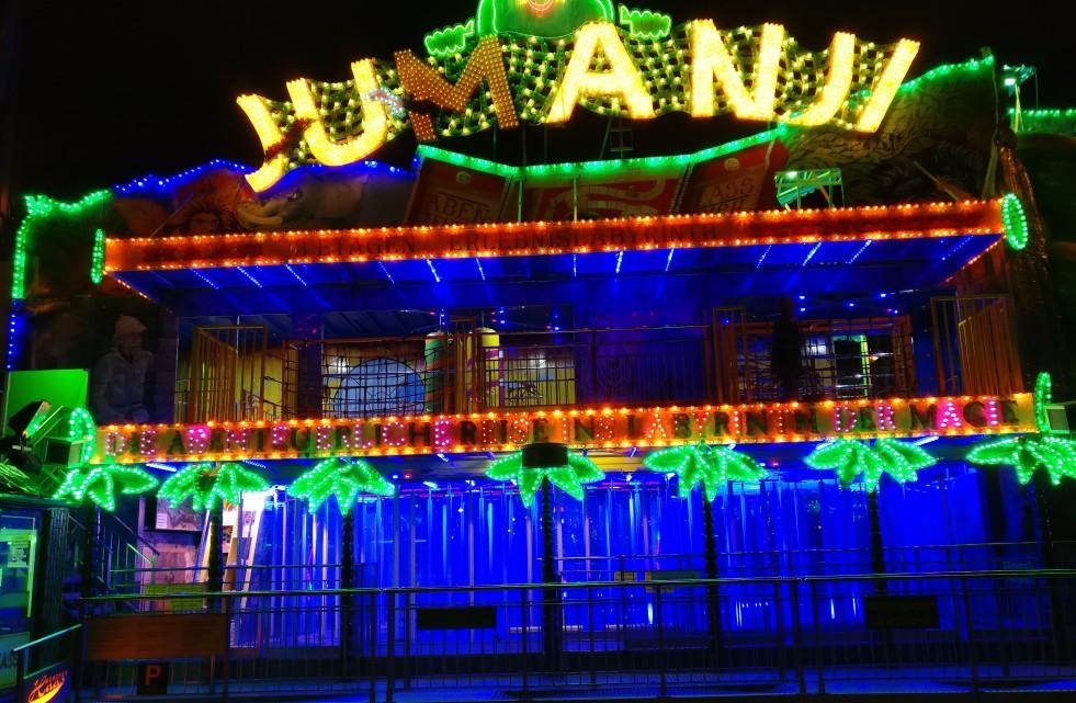 Das Jumanji mit seinem gläsernen Irrgarten lockt die Besucher des Mainzer Rheinfrühling