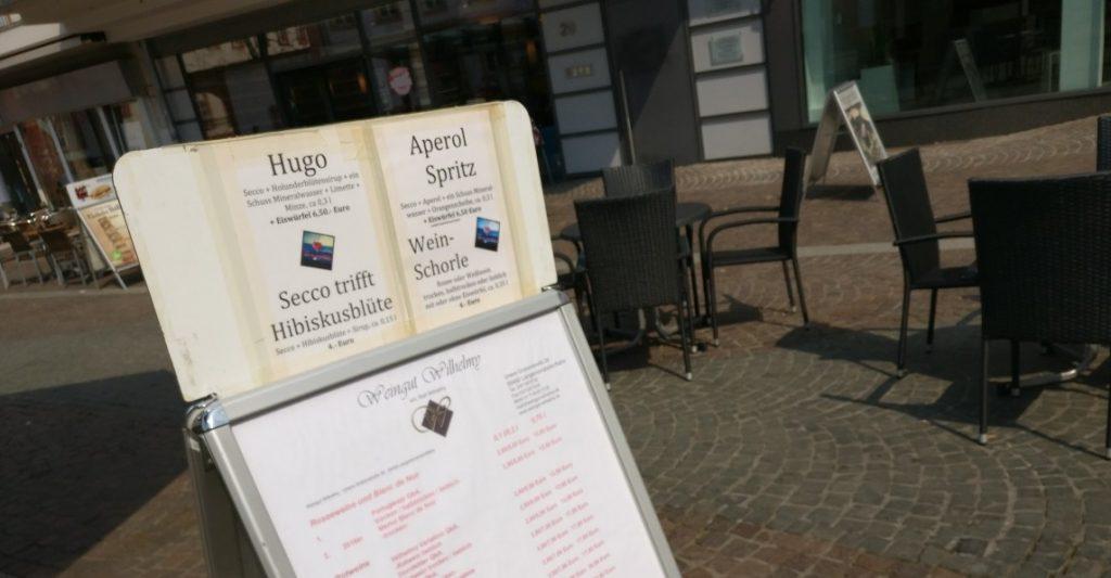 Hugo & Co. sind auf dem Weinfrühling am Schillerplatz auch vertreten. Die Karte des Weingut Wilhelmy...