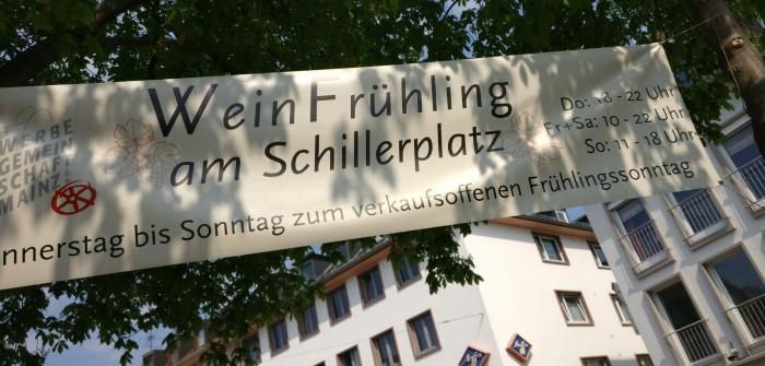 Weinfrühling am Schillerplatz: Bei Sommer-Sonnenschein und fast schon tropischen Temperaturen lud der Schillerplatz zum Besuch zum verkaufsoffenen Sonntag und zum abendlichen Weingenuss ein.