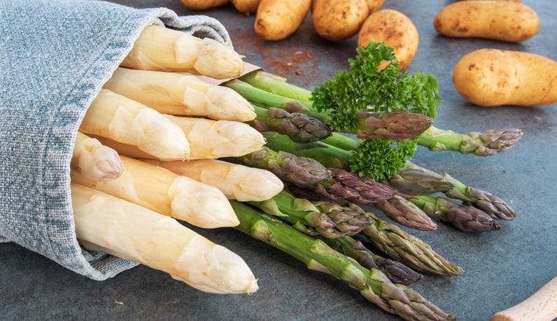 Spargelfans können auf den Wochenmärkten aus bis zu 200 verschiedenen Sorten wählen. Das Gemüse ist sehr beliebt und auch nicht gerade billig. (#02)