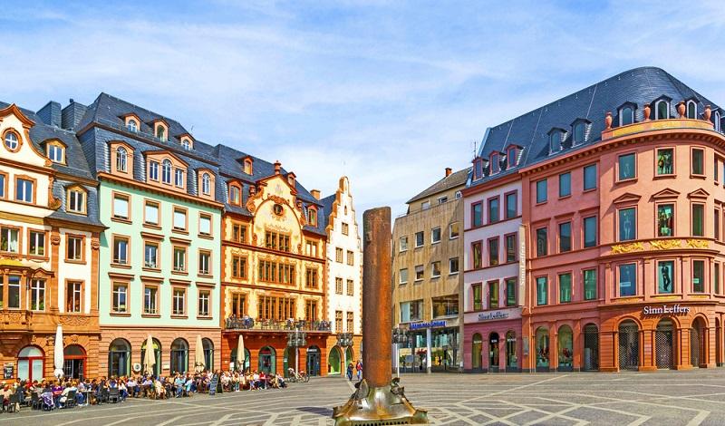 Mainz ist eine wichtige deutsche Weinmetropole und der ideale Platz für einen Sommelier. (#3)