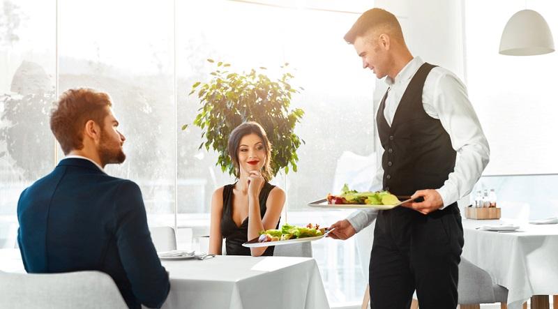 Während die Superreichen vermutlich kaum wissen, wann sie das letzte Mal etwas Normales zu sich genommen haben, sind die exklusiven Gerichte für Normalsterbliche wohl eher ein echtes Lebensziel. (#05)