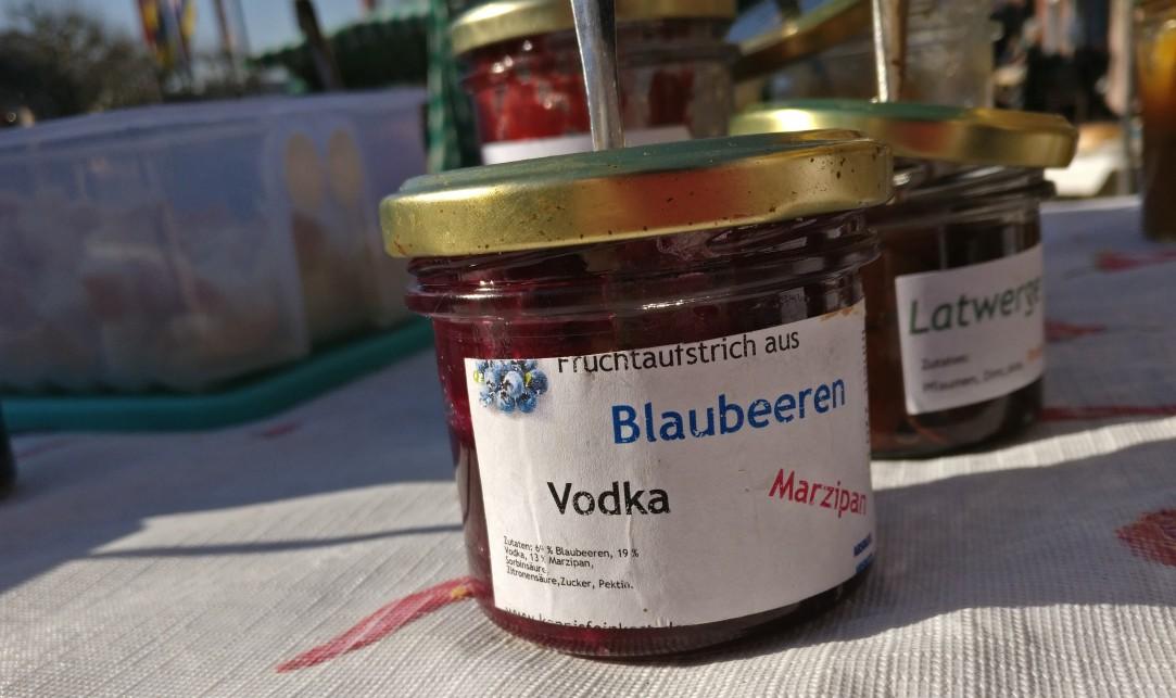"""Frische Ideen auf dem Mainzer Wochenmarkt: Fruchtaufstrich """"Blaubeeren-Vodka-Marzipan"""" von Konnis Feinkostmanufaktur."""