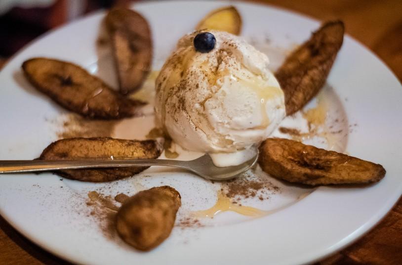"""Unsere Wahl des Desserts im Madiba Afrika fiel auf: """"Madiba Hot Sweet Plantains"""" - Kochbananen mit Vanilleeis und Zimt"""