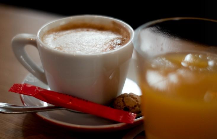 Mein Cappuccino im Wilma Wunder am Ballplatz.