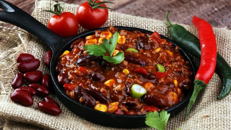 Seit dem 19. Jahrhundert gehört Chili con carne in Texas und den umliegenden Bundesstaaten zu den beliebtesten Gerichten, denn dabei handelt es sich um ein schnelles Essen, das die körperlich hart arbeitenden Menschen seit jeher gut sättigt.