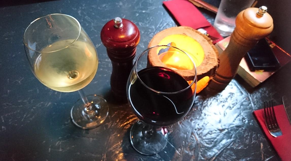 Trockener Grauburgunder vom Weingut Braunewell und die persönliche Weinempfehlung im MA:DORO in Mainz, Potpourri vom Weingut Stern