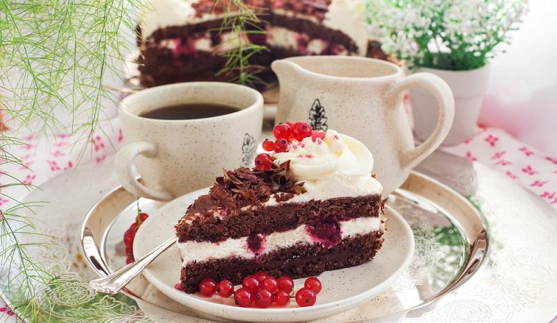 Kaffee und Kuchen brauchen Zeit. Damit ist nicht gemeint, dass die Zubereitung viel Zeit kostet, sondern es muss genügend Zeit zum Genießen sein.