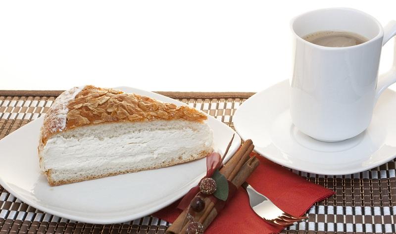 Besonders gehaltvolle Kuchen kommen in erster Linie zu Festtagen und am Sonntag auf den Tisch.