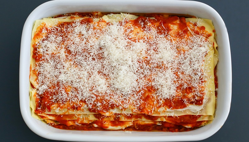 """In Deutschland wird am liebsten die bekannteste Variante """"alla bolognese"""" zubereitet und unter dem klingenden Namen Lasagne al forno in jedem italienischen Restaurant serviert."""