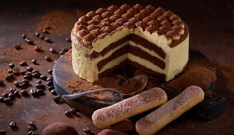 Tiramisu als Torte aus dem Kuehlschrank, der Renner auf jeder Kaffeetafel