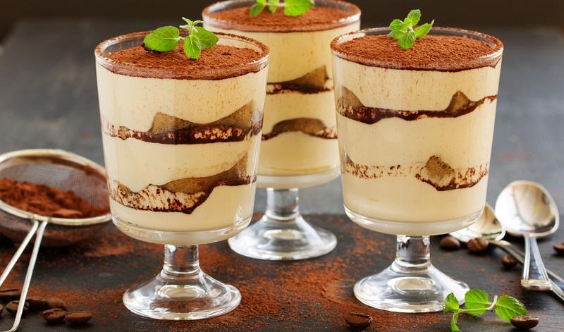 Im Original Rezept wird der süße italienische Dessertwein Marsala verwendet, es eignen sich jedoch auch andere alkoholische Getränke, um dem Dessert die besondere Note zu verleihen