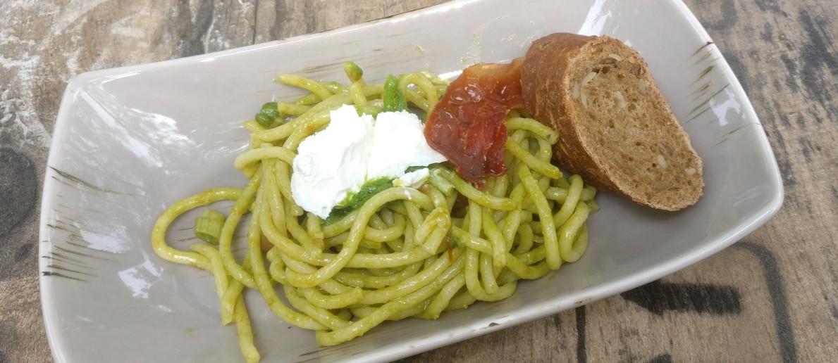 Der Spaghetti-Pesto-Salat.
