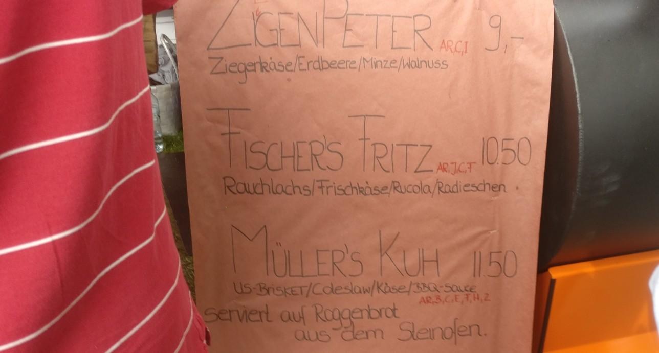 """Rauchlachs, US-Brisket, Ziegenkäse bei Christian Mochel von CM7 Events auf dem """"Lebenslust"""" Gourmet- und Kunstfestival im Kurpark in Bad Münster am Stein"""