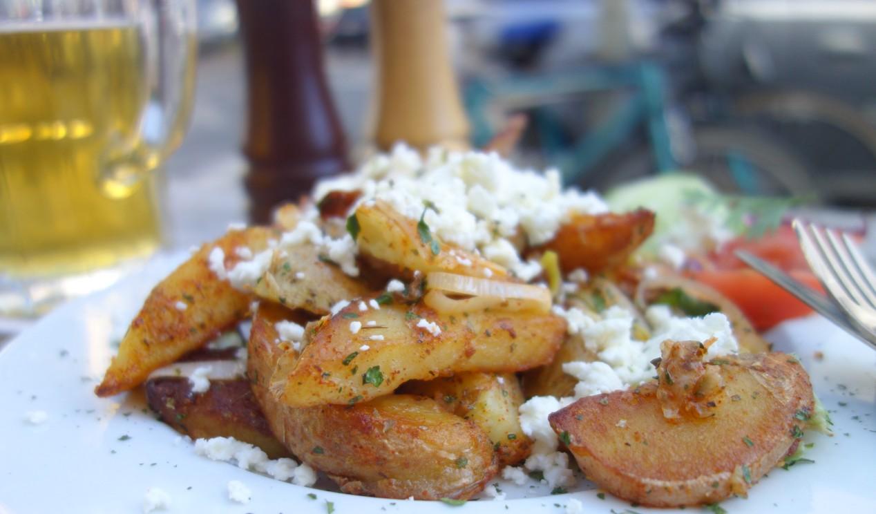 Die Bratkartoffel-Variante mit Schafskäse ist lecker gewürzt und vegetarisch. Lecker ist es im Hafeneck Mainz.