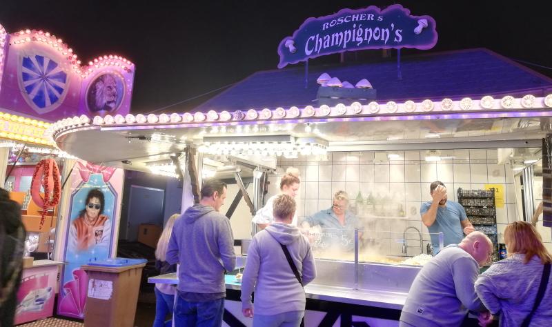 Dampfende Champignons und leckere Bratwurst. Die kulinarischen Möglichkeiten auf dem Jahrmarkt in Bad Kreuznach sind beinahe grenzenlos.
