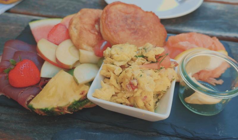 Frühstücksfreuden im Krokodil