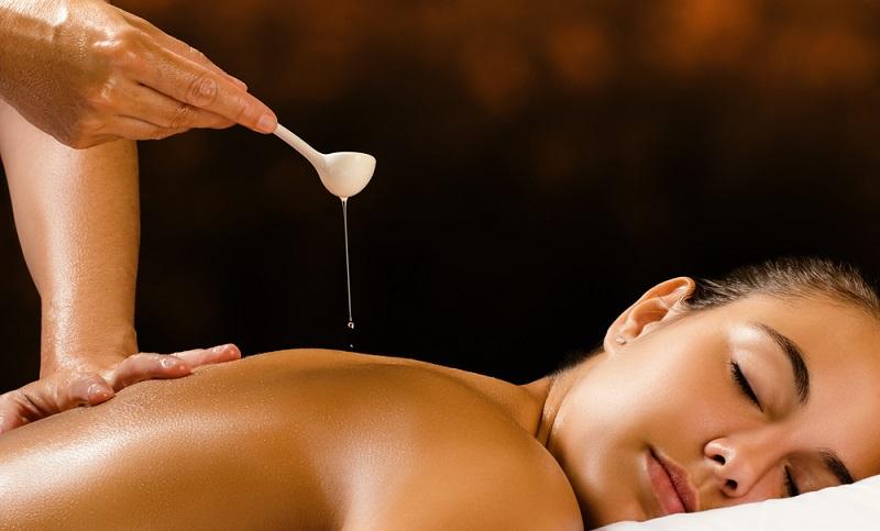 Sesamöl ist nicht nur ein qualitativ hochwertiges Speiseöl. Es wird auch für die Kosmetik und damit für die Schönheit verwendet. In Indien findet es zum Beispiel Anwendung bei der Herstellung von Seifen und Salben.