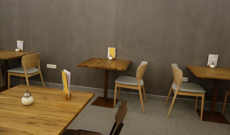 Graue Wände, cleanes Mobiliar: Leider nicht so gemütlich im The Good Coffee