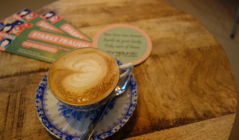 Alles vegan im Hearth: Cappuccino mit Haferdrink