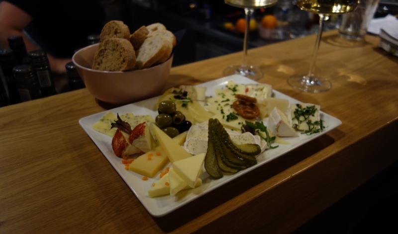 Die Käseplatte im Lehmanns kostet 5,50 Euro und lässt keine Wünsche offen