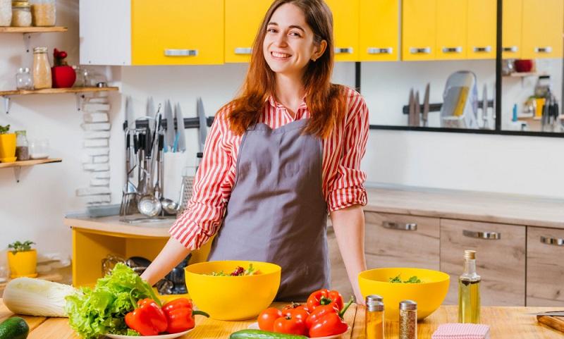 Die Rezepte für eine ausgewogene Ernährung sollte jeder selbst ausprobieren und herausfinden, was individuell schmeckt.  ( Foto: Shutterstock-Golubovy )